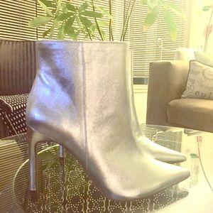 Silver Metallic ZARA high heel booties 🙌🏽😀
